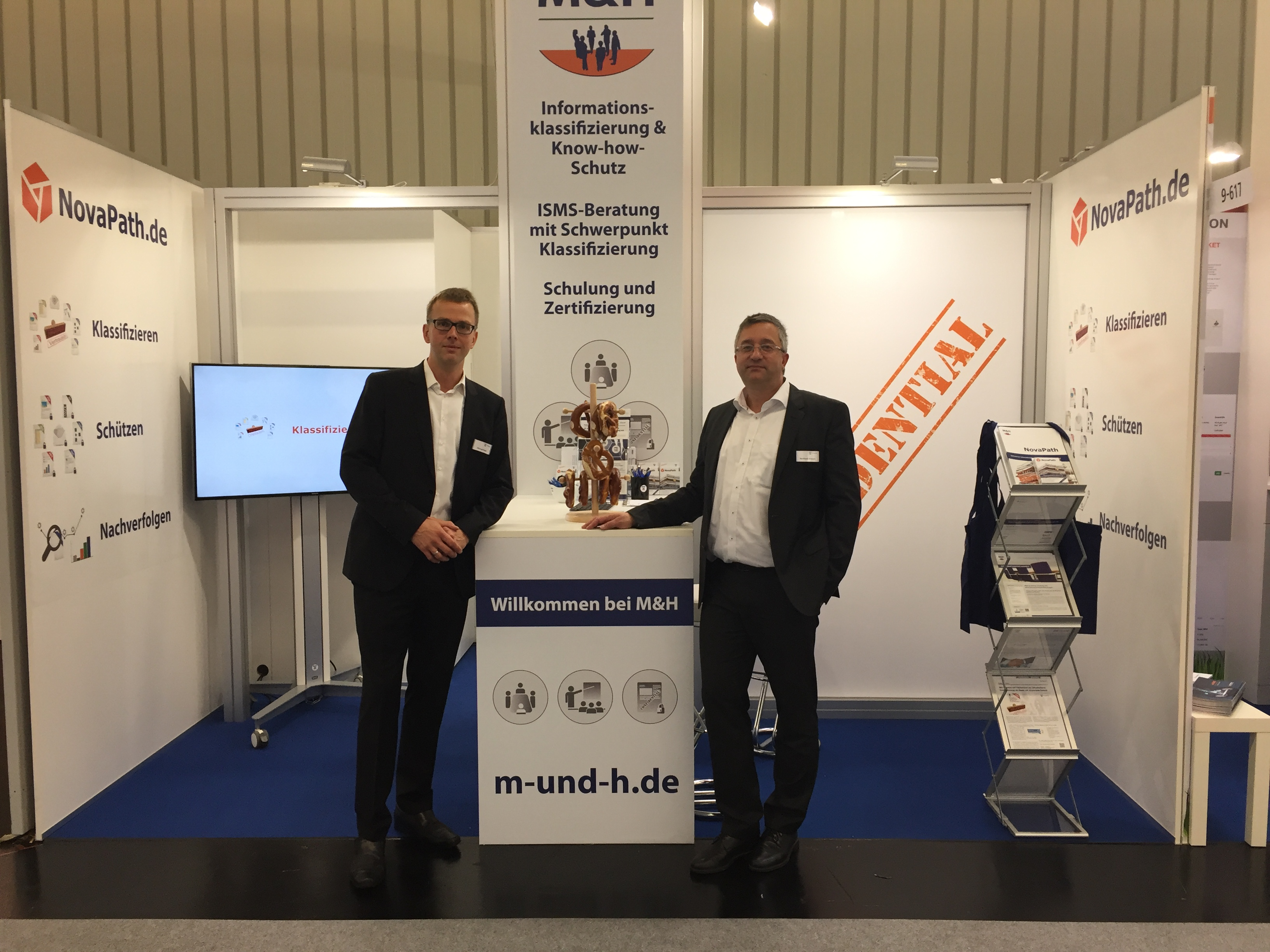 Teamfoto_und_Messestand_it-sa_2018
